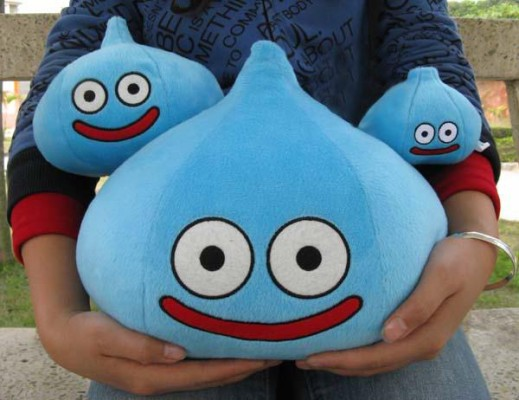 nintendo-dragon-quest-smile-slime-plush-doll